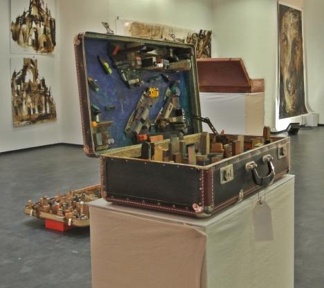 Stadt im Koffer - Koffer mit Objekten aus Holz, 2013